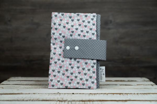 Windeltasche Herzen grau-rosa (mit Öffnung)