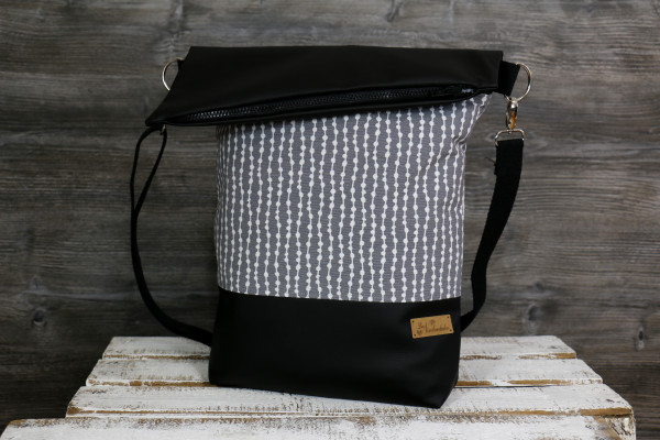 Fold-over-Tasche pearls