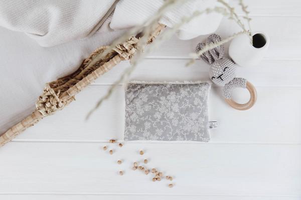 Kirschkernkissen Blumenranke grau