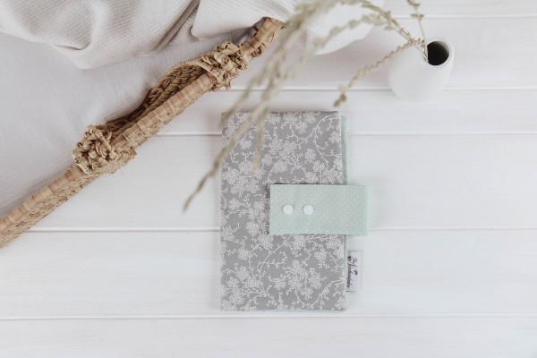 Windeltasche Blumenranke grau-mint (geschlossen)
